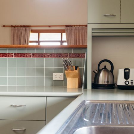 Fully equipped kitchen (gas stovetop and electric oven)