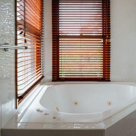 Bedroom 1 ensuite spa bath